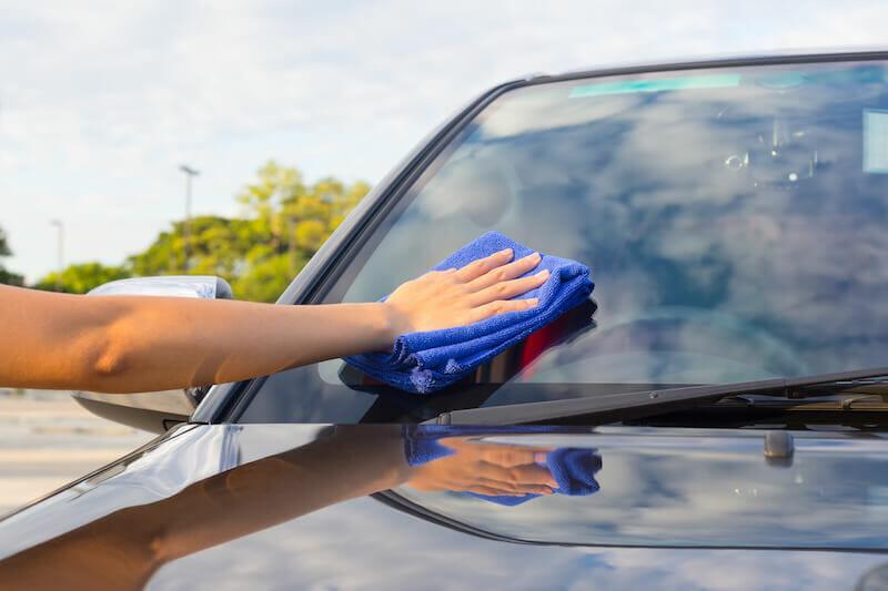 طرق-تنظيف-زجاج-السيارة