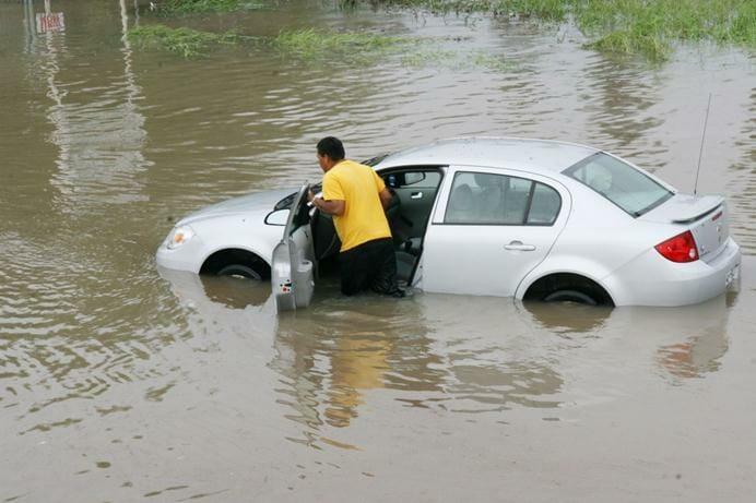 تجنب-تشغيل-المحرك-عند-غرق-السيارة