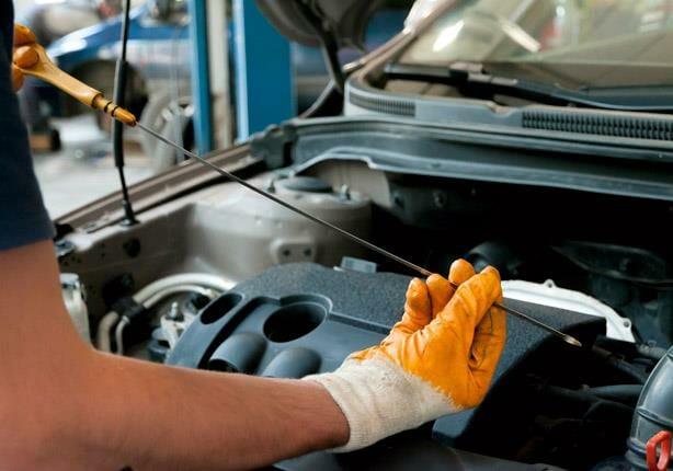 كيفية-فحص-زيت-محرك-السيارة