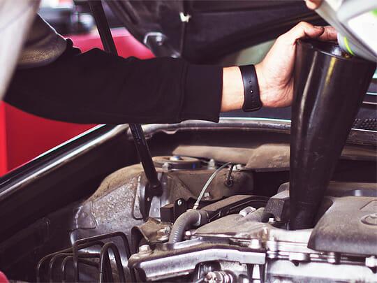 أهمية-تغيير-زيت-المحرك-سيارات-بي-ام-دبليو-في-الرياض