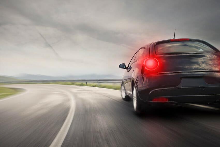 انحراف-السيارة-عند-الضغط-على-المكابح
