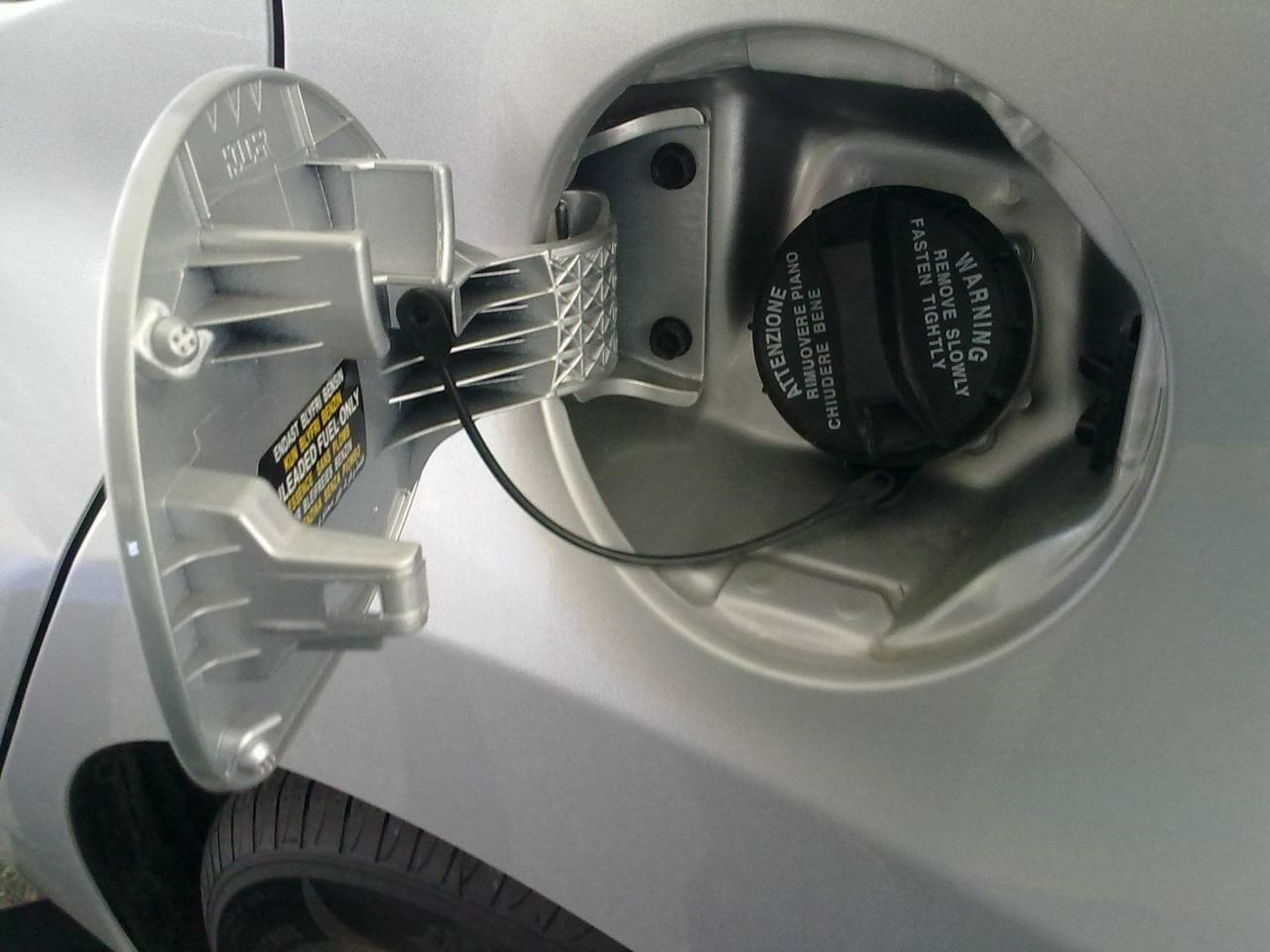 معرفة-نوع-البنزين-المناسب-عن-طريق-بيانات-السيارة
