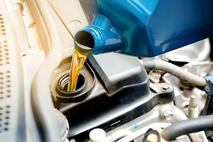 تغيير-زيت-المكينة-لسيارة-بي-إم-دبليو-في-الرياض
