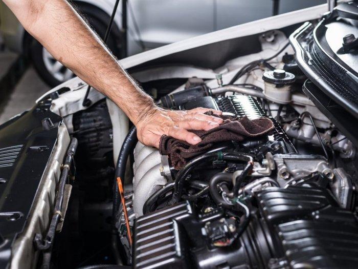 تنظيف-محرك-السيارة-من-الداخل-بدون-أضرار