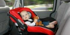 أخطاءعند وضع الأطفال بمقاعدهم بالسيارة