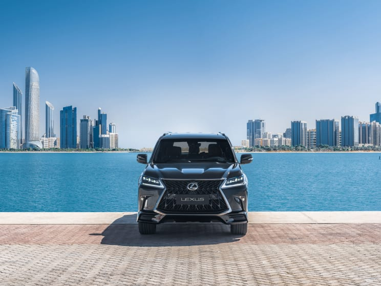 لكزس-تكشف-عن-سيارتها-الشهيرة-LX-مع-تحديثات-بسيطة-لموديل-2021